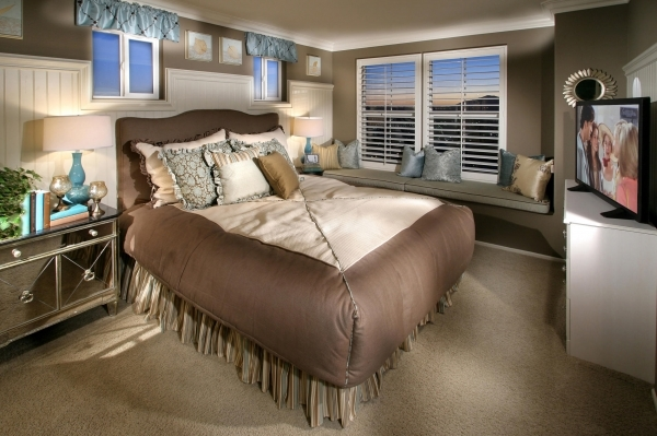 Inspiring Small Master Bedroom Ideas For The Better Bedroom Condition Tiny Master Bedroom