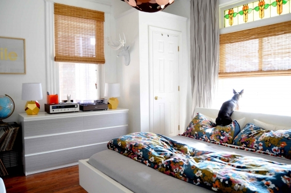 Awesome 5 Ways To Make Your Small Bedroom Feel Bigger How To Make Small Bedroom Look Larger