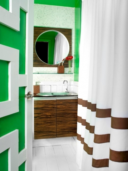 Gorgeous 10 Big Ideas For Small Bathrooms Bathroom Ideas Amp Designs Hgtv Best Colors For Small Bathrooms No Natural Light