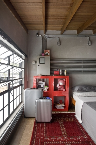 Incredible Cool Interior Designs For Small Apartments With Black Leather Sofa Small Apartments Pictures