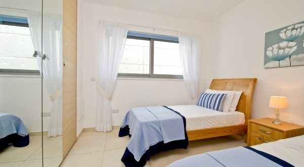 Cheap Decorating Ideas Small Bedroom